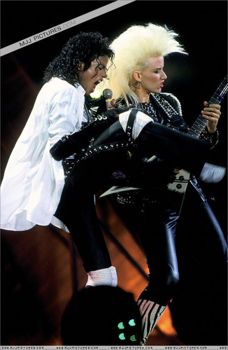 "bad tour - Michael's performing ""Dirty Diana"""