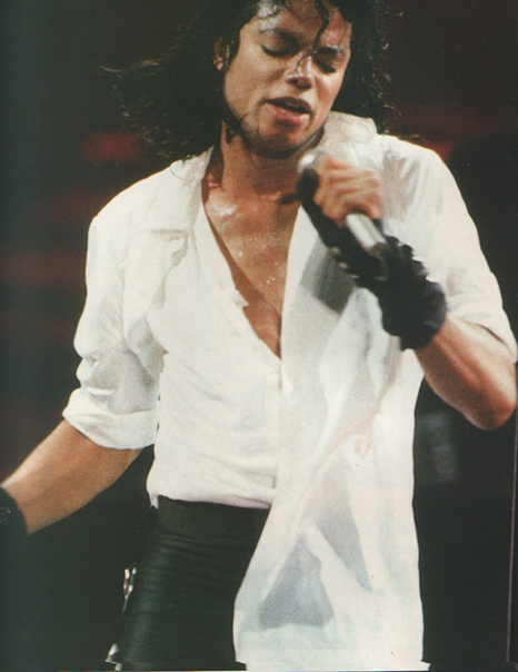 How HOT is that! - Page 4 Bad-tour-Michael-s-performing-Dirty-Diana-dirty-diana-7535993-466-604