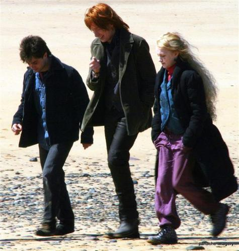 on deathly hallow set