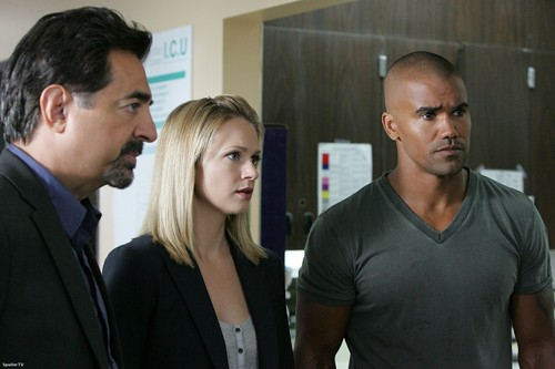"Criminal Minds achtergrond with a business suit titled 5x01 - ""Nameless, Faceless"" - Promotional foto"