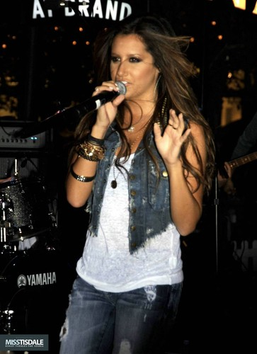 Ashley performing at The Americana in Glendale - August 12 2009 - Page 4 AUGUST-12TH-The-Americana-at-Brand-Concert-ashley-tisdale-7645283-363-500