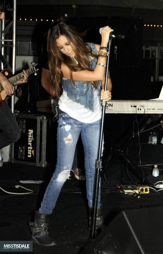 Ashley performing at The Americana in Glendale - August 12 2009 - Page 4 AUGUST-12TH-The-Americana-at-Brand-Concert-ashley-tisdale-7645297-321-500