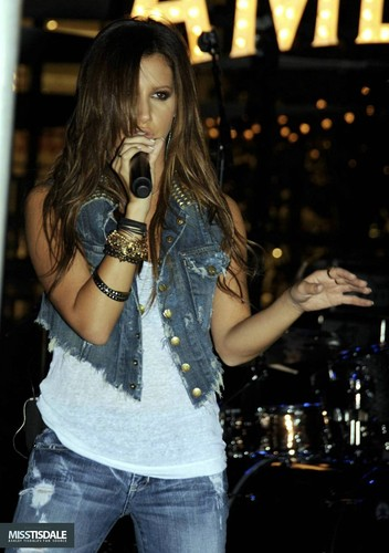 Ashley performing at The Americana in Glendale - August 12 2009 - Page 4 AUGUST-12TH-The-Americana-at-Brand-Concert-ashley-tisdale-7645300-352-500