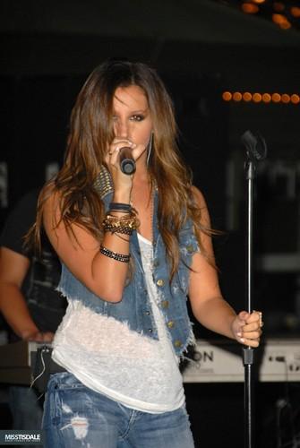 Ashley performing at The Americana in Glendale - August 12 2009 - Page 4 AUGUST-12TH-The-Americana-at-Brand-Concert-ashley-tisdale-7645333-335-500