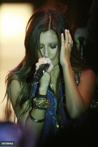 Ashley performing at The Americana in Glendale - August 12 2009 - Page 3 AUGUST-12TH-The-Americana-at-Brand-Concert-ashley-tisdale-7645368-333-500