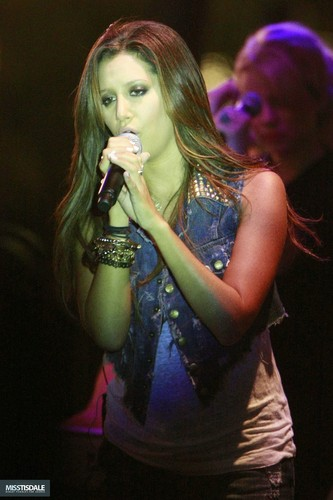 Ashley performing at The Americana in Glendale - August 12 2009 - Page 3 AUGUST-12TH-The-Americana-at-Brand-Concert-ashley-tisdale-7645390-333-500