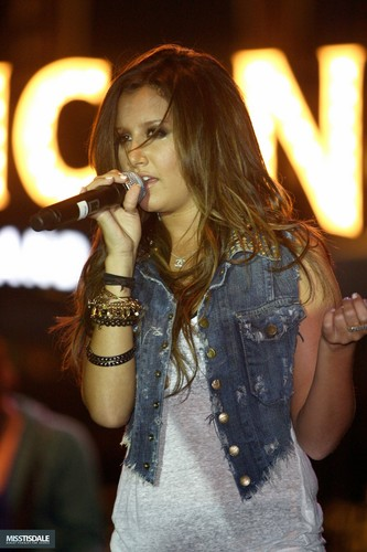 Ashley performing at The Americana in Glendale - August 12 2009 - Page 3 AUGUST-12TH-The-Americana-at-Brand-Concert-ashley-tisdale-7645458-333-500