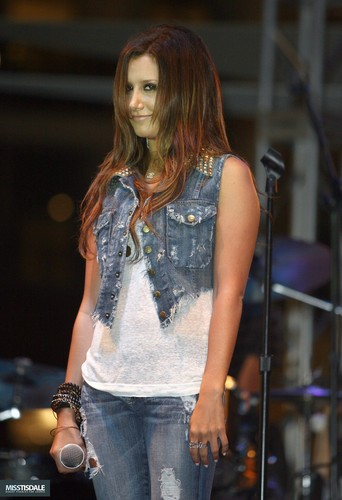 Ashley performing at The Americana in Glendale - August 12 2009 - Page 3 AUGUST-12TH-The-Americana-at-Brand-Concert-ashley-tisdale-7645491-342-500