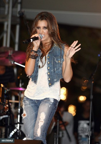 Ashley performing at The Americana in Glendale - August 12 2009 - Page 2 AUGUST-12TH-The-Americana-at-Brand-Concert-ashley-tisdale-7645497-351-500