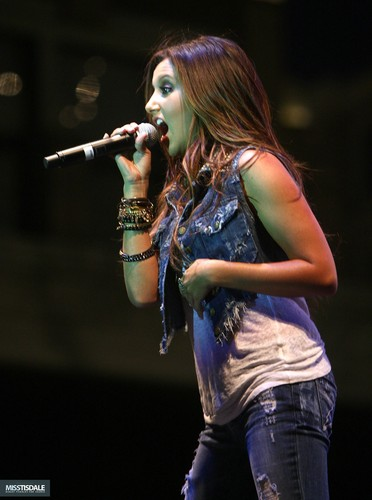 Ashley performing at The Americana in Glendale - August 12 2009 - Page 2 AUGUST-12TH-The-Americana-at-Brand-Concert-ashley-tisdale-7645613-372-500