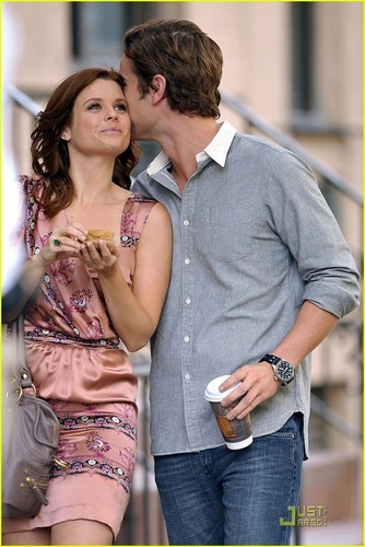 Chace Crawford and Joanna Garcia on the set of gossip girl