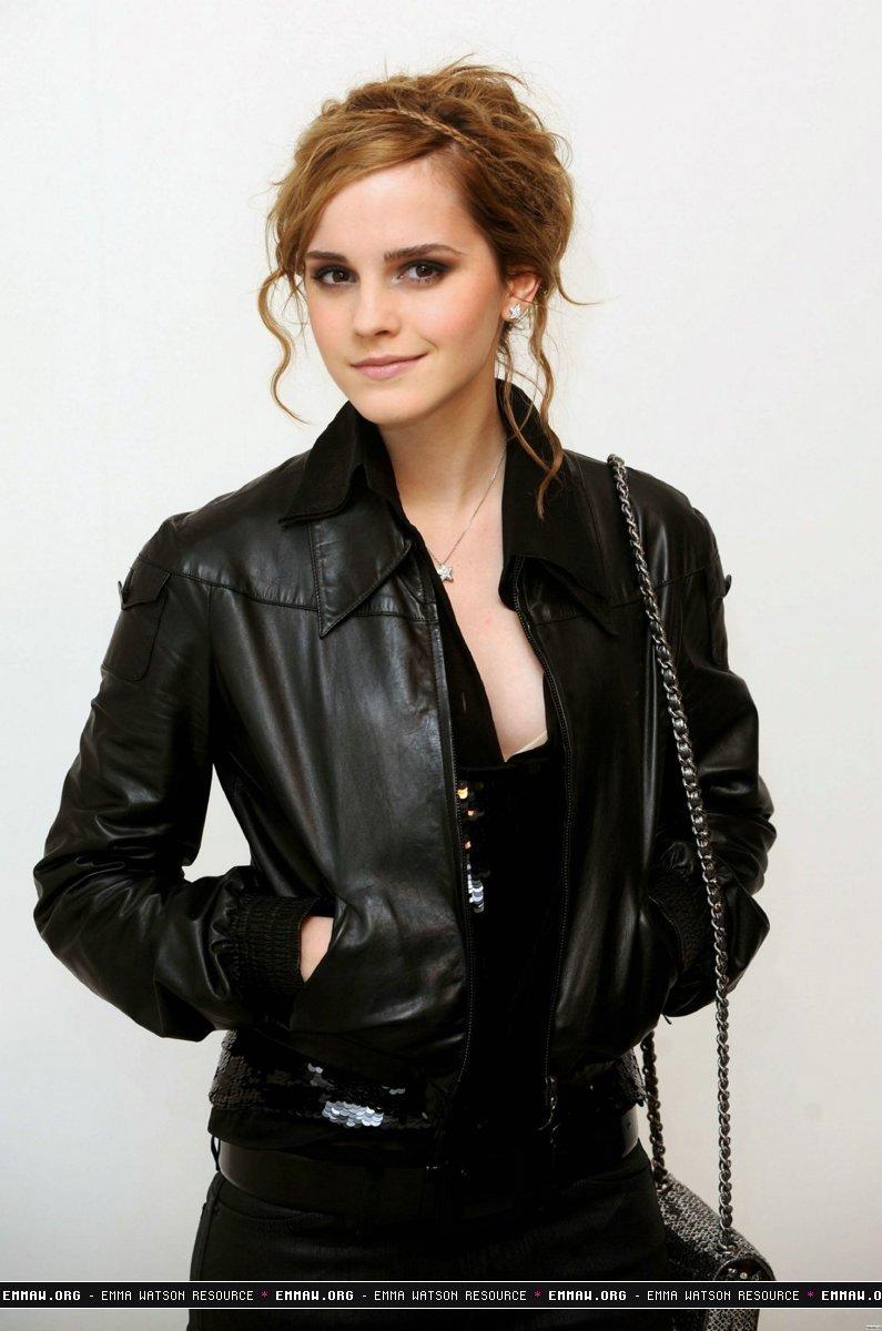 Chanel Fashion Show Emma Watson Photo 7683296 Fanpop