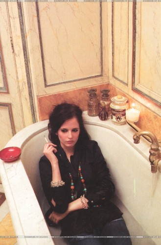 Eva Green wallpaper containing a hot tub and a bathtub titled Eva