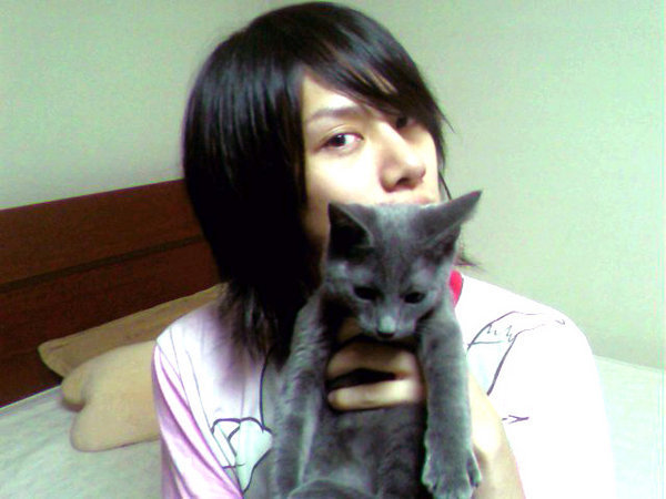Heechul with his cat
