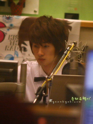 Hyukkie on Kiss Radio *.^