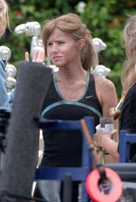 Kristen on set of tu Again