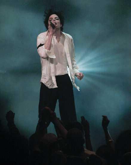 MIKE EN SU ESPLENDORRRR - Página 4 Michael-MTV-Music-Awards-1995-michael-jackson-7647827-439-550