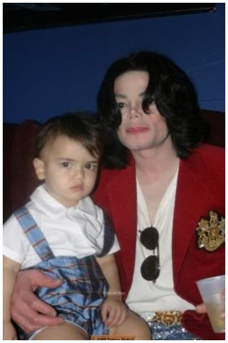 Michael with babies ;*