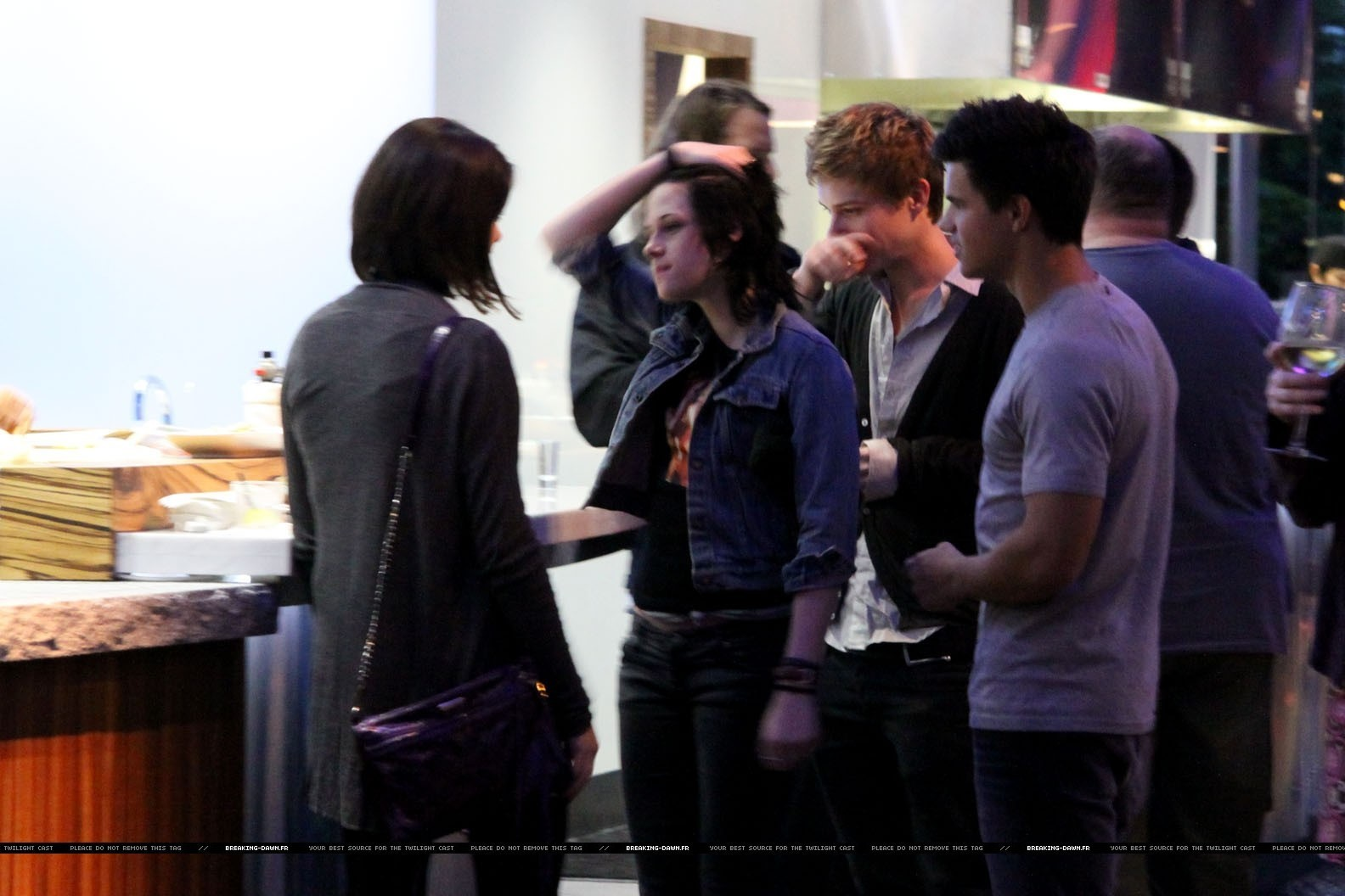 More of Twilight cast at restaurant