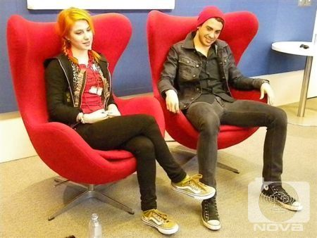 Brand New Eyes wallpaper with a business suit, a couch, and a trono titled Nova 96.9 Interview
