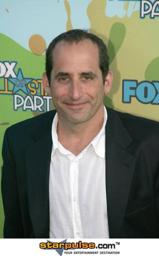 Peter Jacobson karatasi la kupamba ukuta with a business suit and a suit called Peter@2009 TCA Summer Tour - fox, mbweha All-Star Party