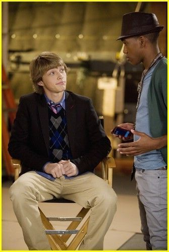 Poll d Apart sterling knight 7657633 335 500 - Sterling Knight