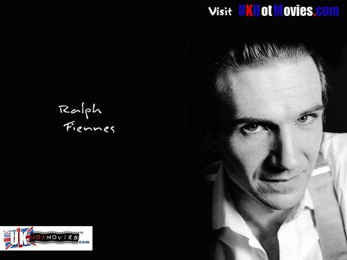 Ralph Fiennes fondo de pantalla