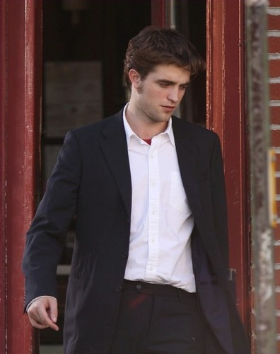 Robert Pattinson Crowned Sexiest Man In The World