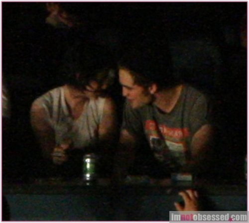 Robert and Kristen in a concert in  Vancuver
