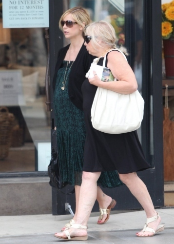 Sarah and her mother Rosellen in Santa Monica on August 12, 2009