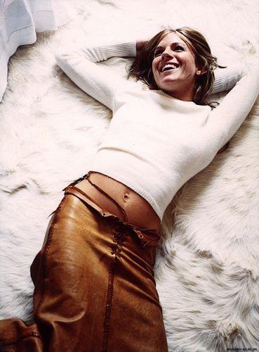 Сиенна Миллер Обои possibly containing a мех пальто called Sienna<3