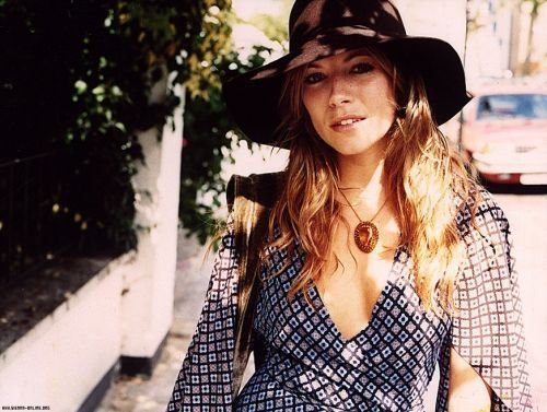 Sienna Miller پیپر وال probably containing a street, a fedora, and a boater called Sienna<3