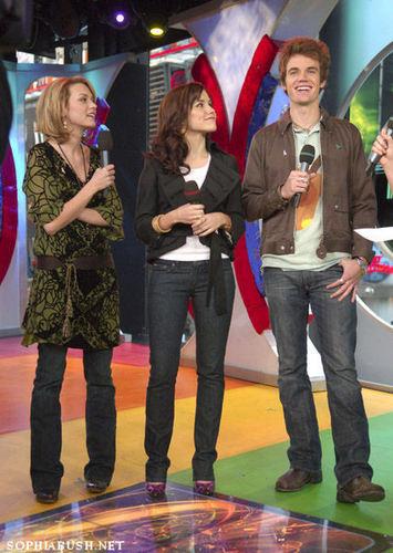 Sophia, Hilarie and Tyler On TRL <3