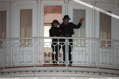 Various > Michael & Lisa Marie visit France