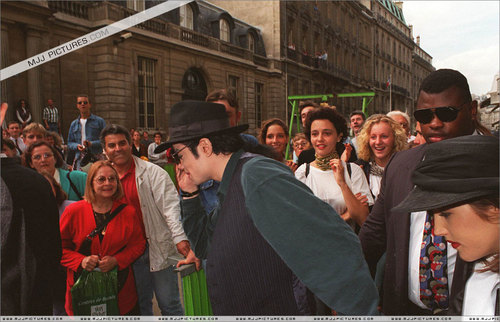 Various > Michael & Lisa Marie visit France
