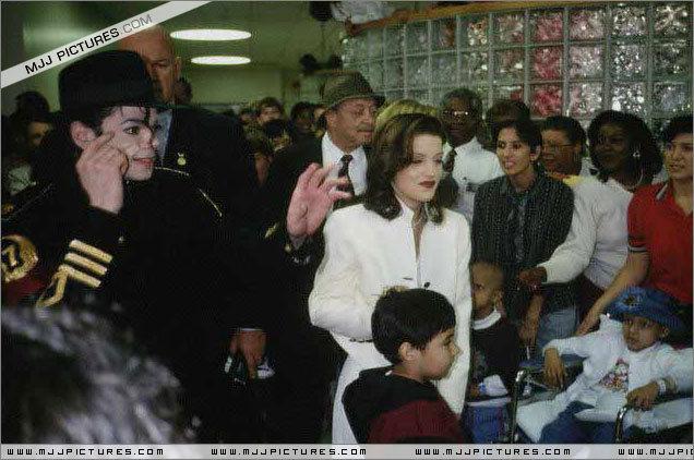 Various > Michael & Lisa Marie visit St Jude Children Hospital