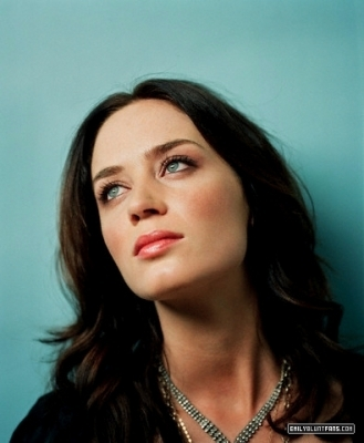 Emily Blunt wallpaper with a portrait entitled Venice Photoshoot (2007)