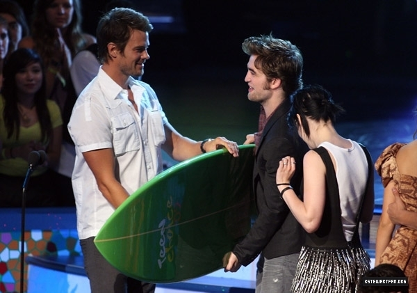 http://images2.fanpop.com/images/photos/7600000/teens-choice-awards-2009-twilight-series-7605619-600-421.jpg