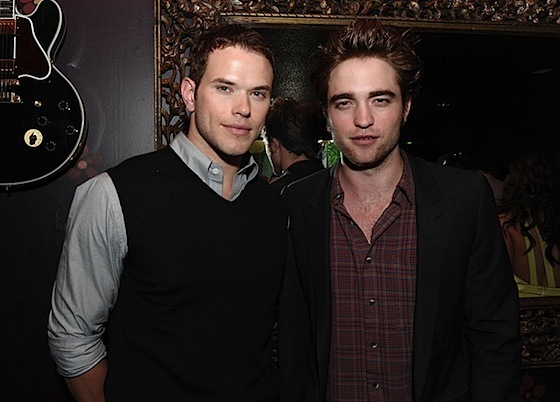 http://images2.fanpop.com/images/photos/7600000/teens-choice-awards-2009-twilight-series-7605721-560-402.jpg