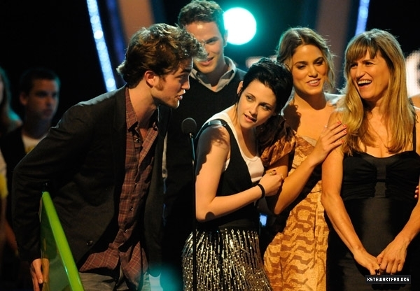 http://images2.fanpop.com/images/photos/7600000/teens-choice-awards-2009-twilight-series-7605724-600-416.jpg