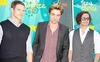 http://images2.fanpop.com/images/photos/7600000/teens-choice-awards-2009-twilight-series-7605757-400-250.jpg