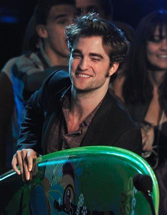 http://images2.fanpop.com/images/photos/7600000/teens-choice-awards-2009-twilight-series-7605784-335-430.jpg