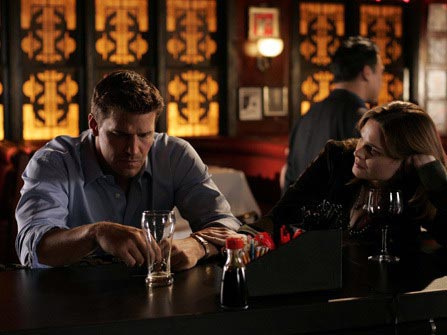 """Bones"" - Season 1 HQ ""The Man In The SUV"" Episode Still+Behind The Scenes"