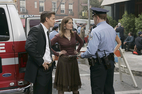 """Bones"" - Season 1 HQ ""The Man In The SUV"" Episode Still+Behind The Scenes"