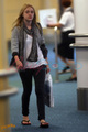 Dakota Fanning arriving to Vancouver for Eclipse - twilight-series photo