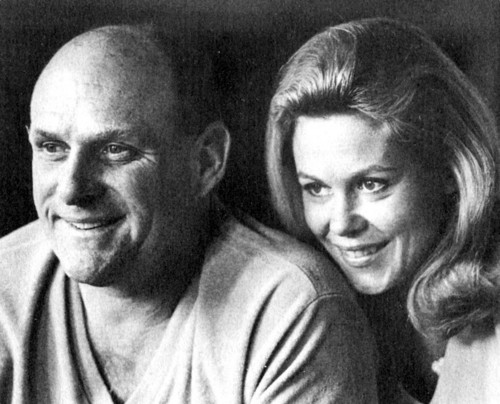 Elizabeth Montgomery Hintergrund possibly with a portrait called Elizabeth And Husband William Asher