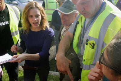 Emma Watson On the Set > Golders Green