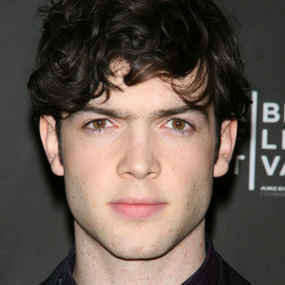 ethan peck the selection