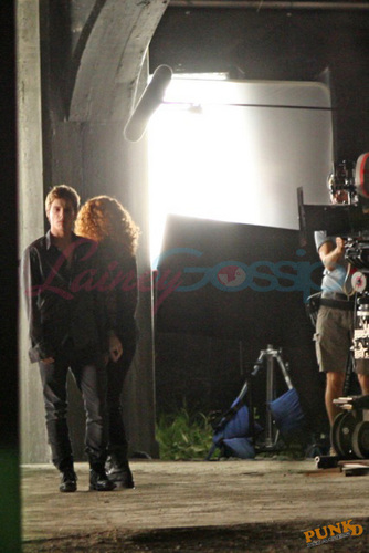 First look at Bryce Dallas Howard as Victoria and Xavier Samuel as Riley
