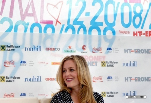 Gillian Anderson wolpeyper containing a portrait entitled GA Press Conference in Sarajevo